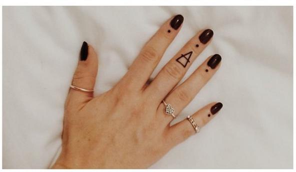 30 pequenas tatuagens para olhar na sua pele 23