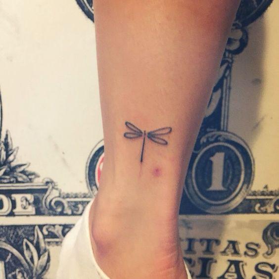 30 pequenas tatuagens para olhar na sua pele 17