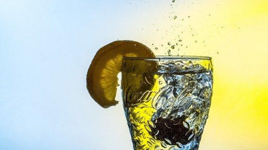8 benefícios de beber água com limão pela manhã 1