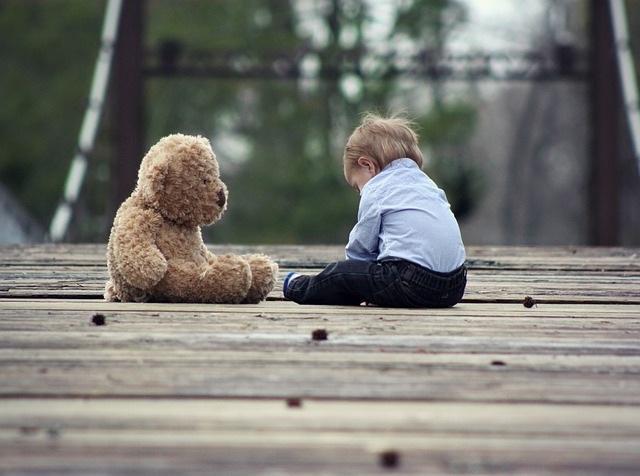 Apego à esquiva: características em crianças e adultos, desenvolvimento 1
