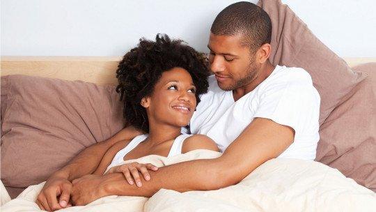 Os 6 benefícios de abraços e mimos na cama 1