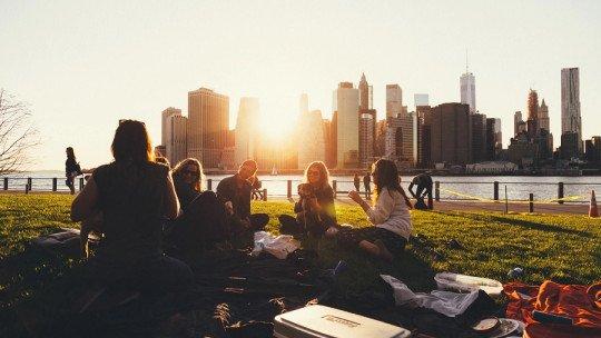 Como conhecer pessoas em uma nova cidade: 6 dicas para socializar 1