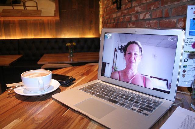 Diferenças entre videochamadas e videoconferência 8