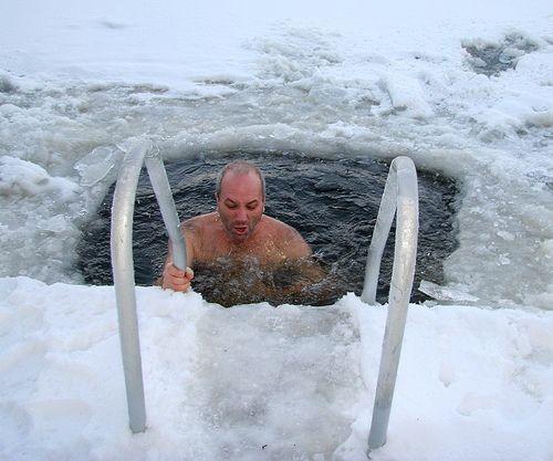 15 benefícios de tomar banho com água fria (física e mental) 13