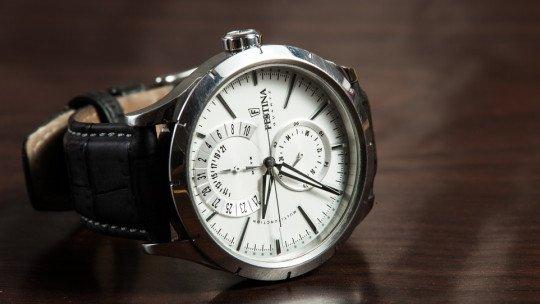 Em que mão está o relógio e por que razão? 1
