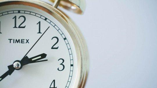 8 estratégias psicológicas para acordar cedo 1