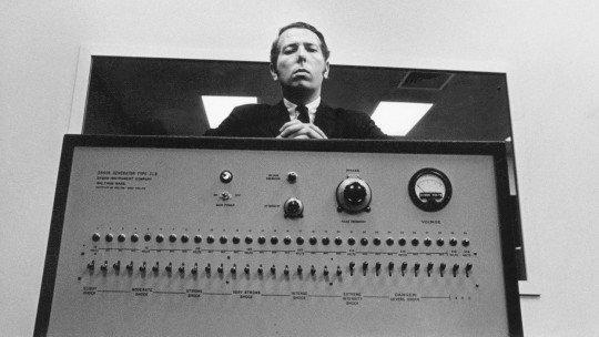 O experimento de Milgram: o perigo da obediência à autoridade 1