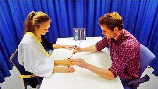 A ilusão da mão de borracha: um curioso efeito psicológico 1