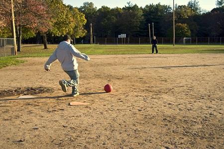 As 11 Regras Mais Importantes do Kickball ou Kickball 23