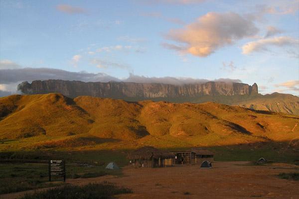 Maciço de Guayanés: formação, geografia, biodiversidade