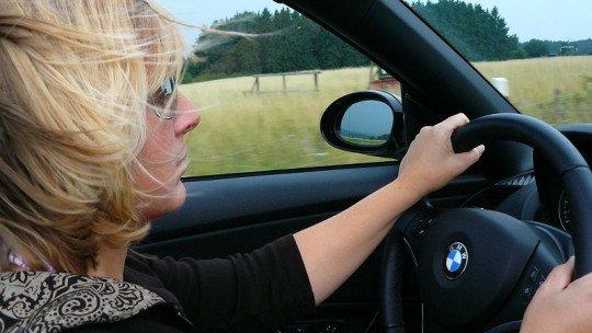 Mulheres são melhores ao volante, de acordo com estudo 1