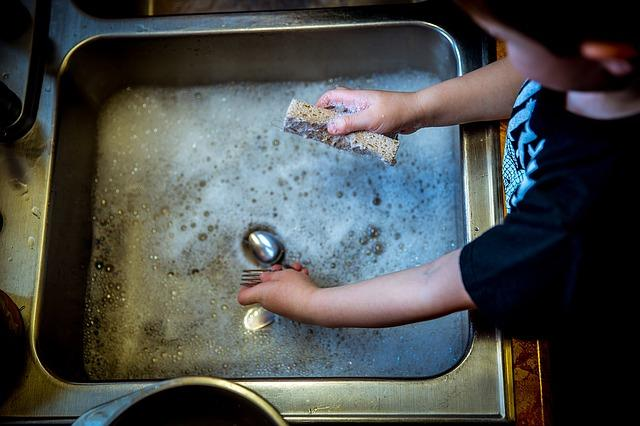 10 Deveres das Crianças em Casa de Ajudar 2