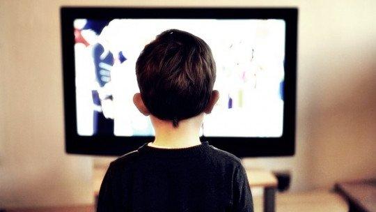 Os efeitos negativos da televisão nas crianças, de acordo com a ciência 1