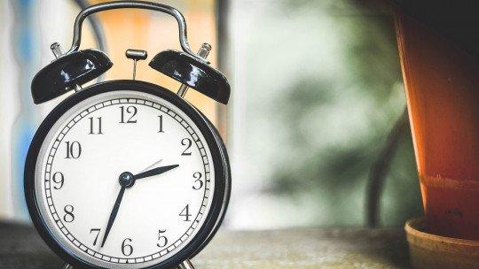 Um estudo descobre por que acordamos de manhã antes de ouvir o alarme 1
