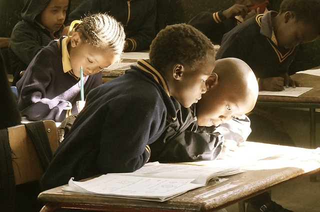 O atraso tecnológico e educacional na África e na América Latina 1