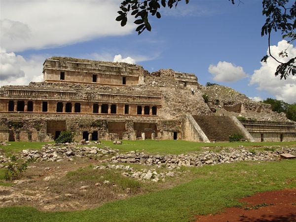 Quais eram os centros cerimoniais maias? 7