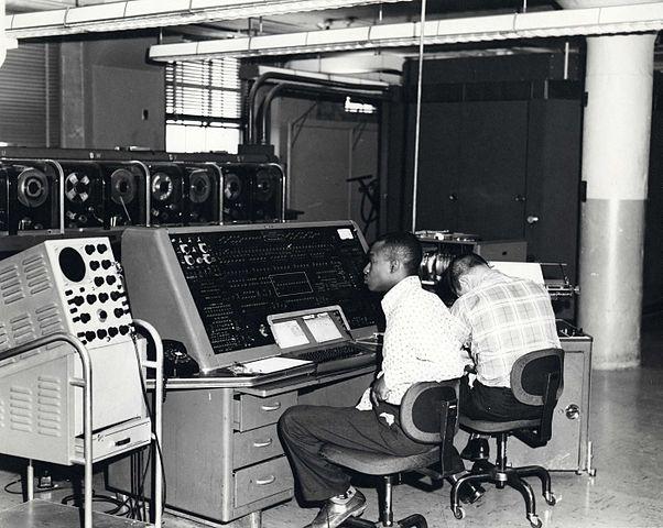 Qual foi a segunda geração de computadores? 1