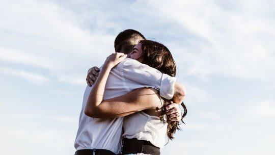 Como sentir o amor pelo seu parceiro novamente no primeiro dia 1
