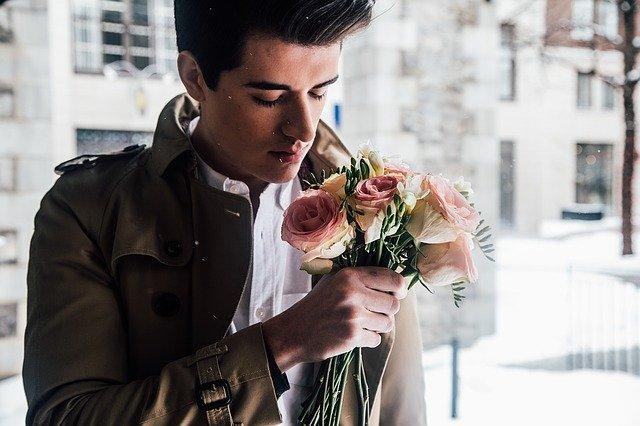 Como você sabe se ele está apaixonado por você? 20 sinais que confirmam